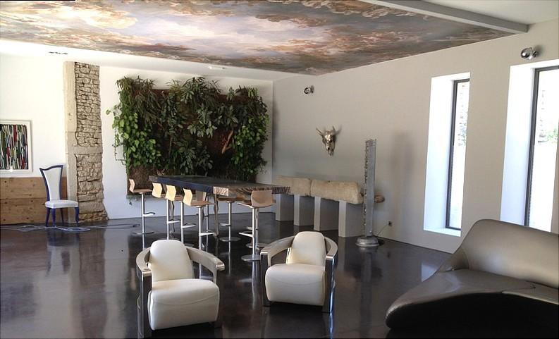 salon,Béton ciré en Corse,auto-nivelant,auto-lissant,écologique,acoustique, économique, sans aucune démolition de carrelage, réalisé par équipe d'artisans qualifiés et spécialisée,