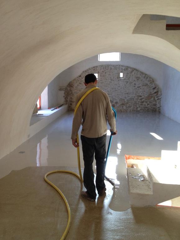 Sol cave beton